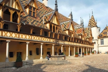 b2ap3_thumbnail_Beaune-Hospital-in-Burgundy.jpg